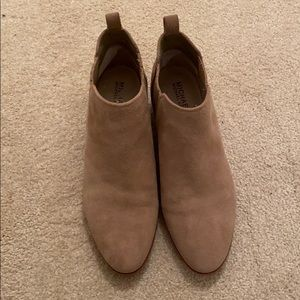 Michael kora tan suede booties